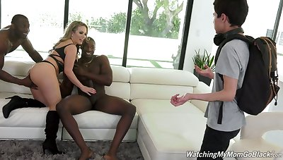 Pale cuckold watches big bottomed Carmen Valentina working on two fat BBCs