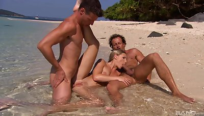 Outdoor beach porn be beneficial to a difficulty heavy ass anal whore on fire
