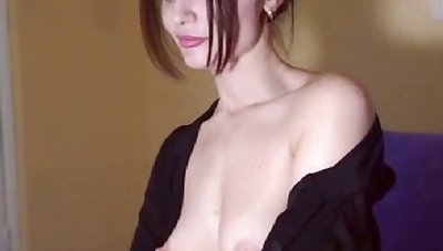 This perverse redhead loves to pleasure herself on cam and I adulate to bullshit flirt nigh her