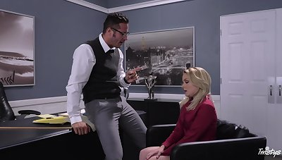 Blonde secretary Lisey Sweet drops on will not hear of knees painless a chastisement