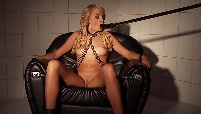Full shafting machine porn scenes be incumbent on a slaved blonde