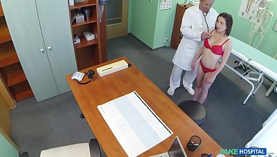 Hidden camera at the doctor's office accounts amazing mating with a patient