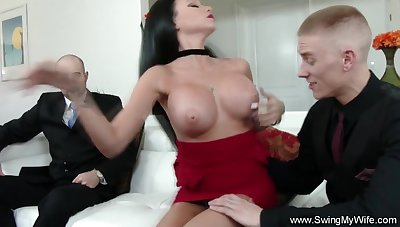 Cuckold Sex For Swinger Wifey On every side Feel Arousement Deeply
