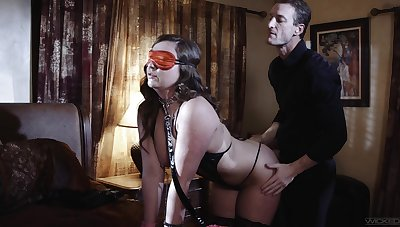 Blind folded wife is adjacent to for a perverse sexual astound