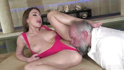 Keen beauty leaves senior man nearby fuck her restless
