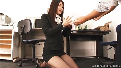 Shaved pussy hottie Shiina Ririko gets fucked unending in the office